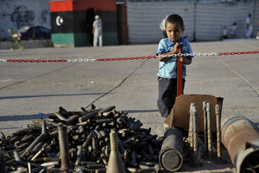 Months of fighting in Misrata, Libya, left an abundance of ordnance scattered all over the city. © ACT Alliance/Paul Jeffrey
